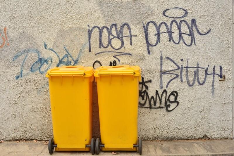 黄色いゴミ箱