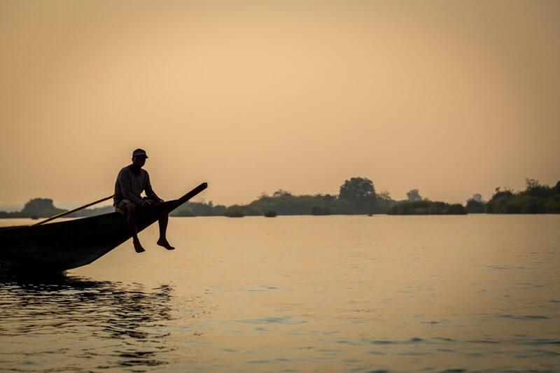 ラオスの漁師